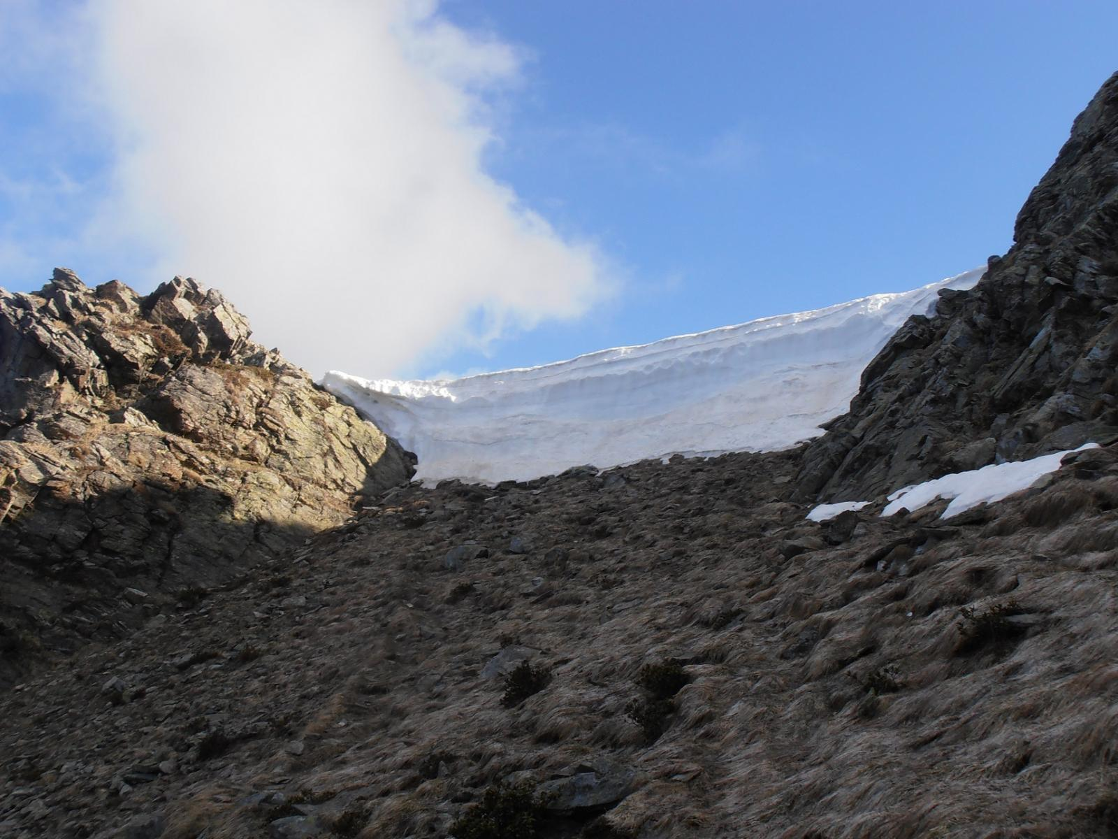 06 - cornice di 3 metri al colletto di Rocca Patuanua, si aggira facilmente