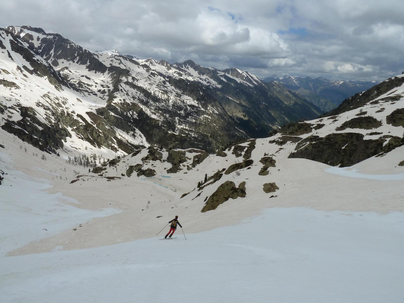 Si scia bene sia sulla neve bianca che su quella rossa