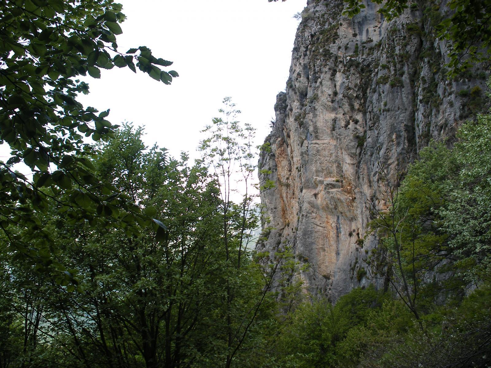 tra le balze rocciose