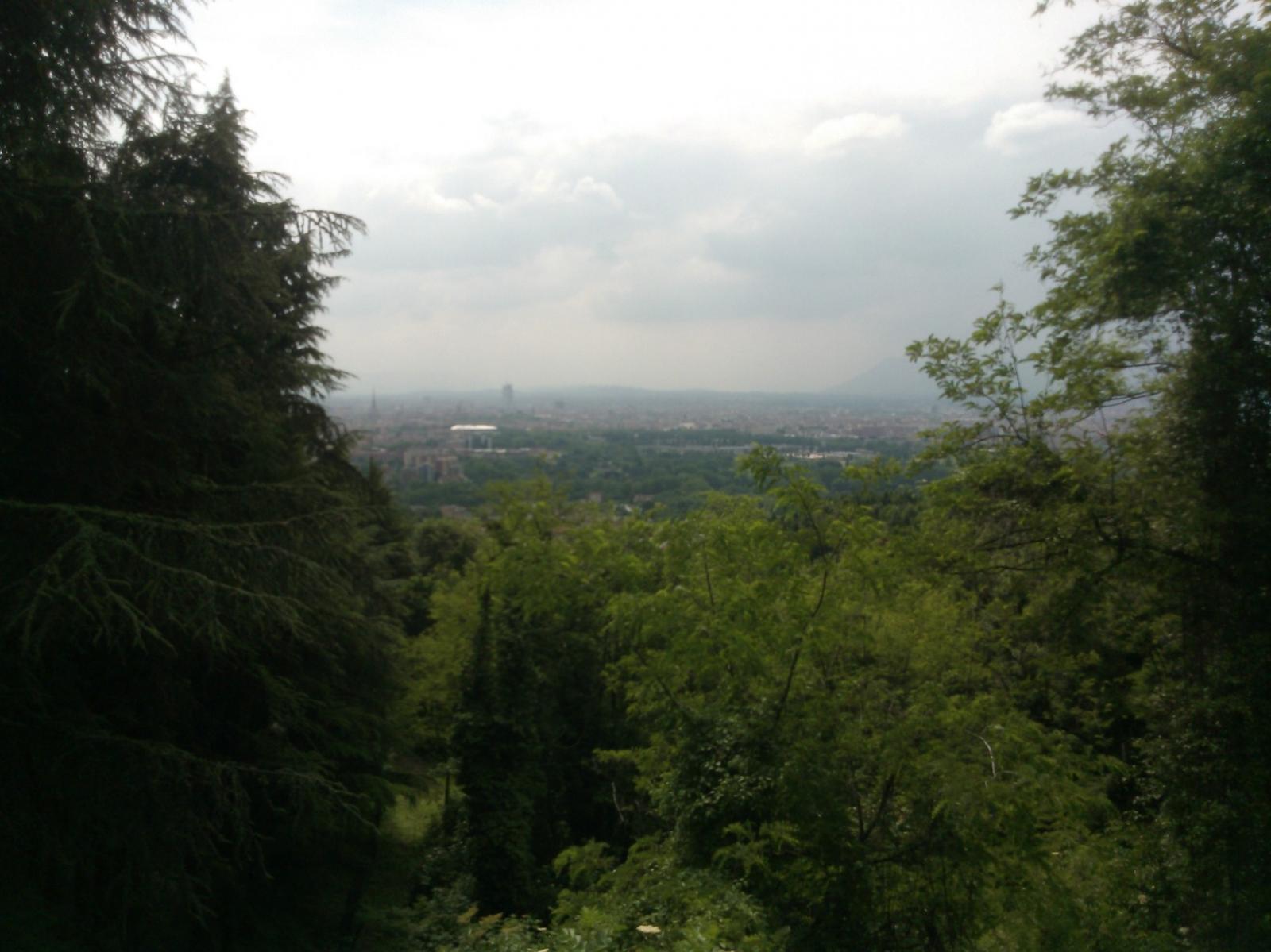 vista su Torino da uno dei tornanti