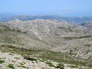 La zona di doline tra lo Psilafi e Omalos