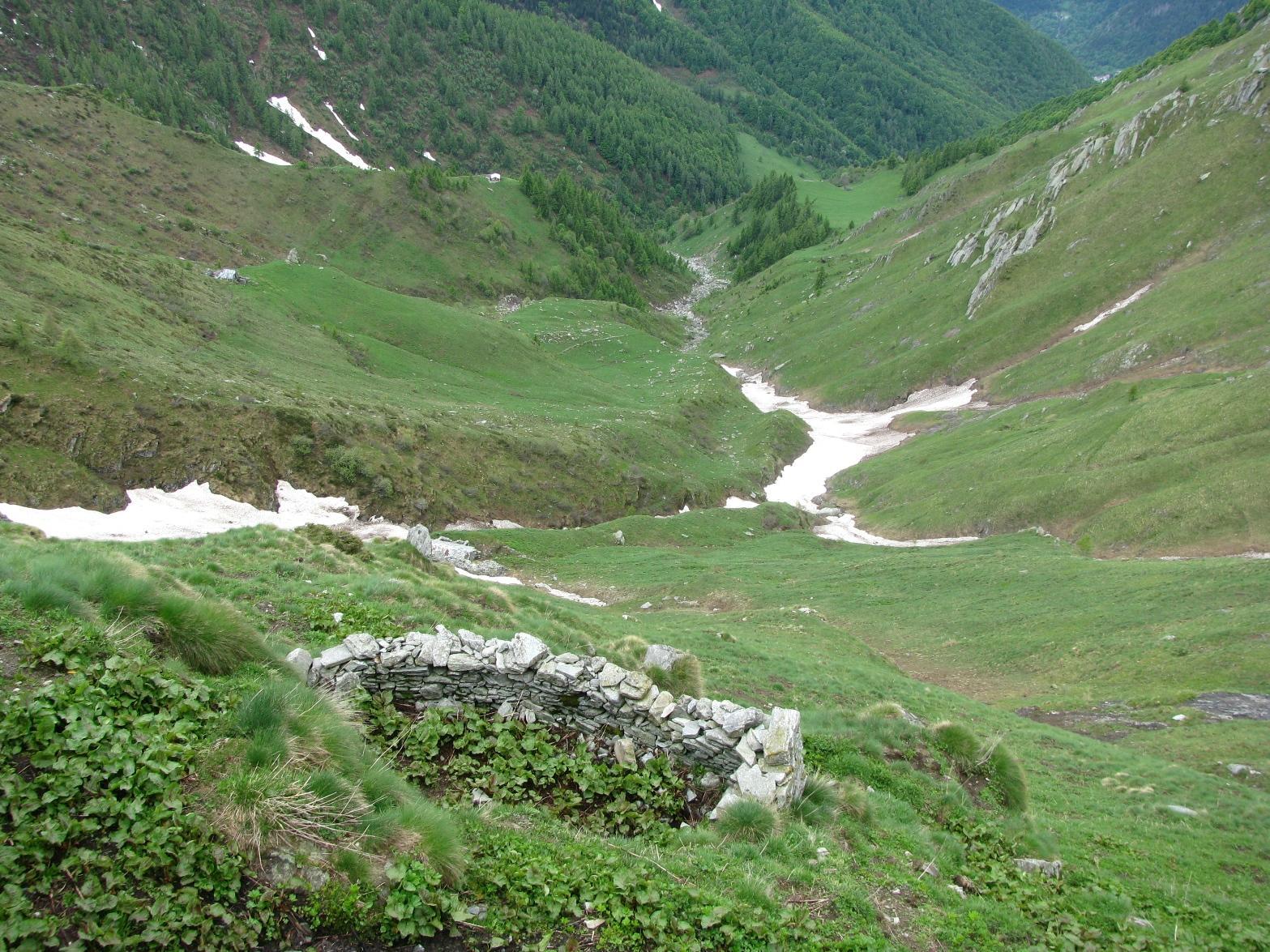 Sguardo a valle dalla baita Sassetto