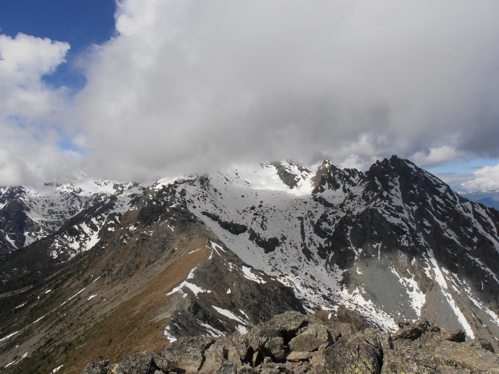07 - dalla cima verso Monte Ruvio, Monte Giron e Colle di Valmeriana