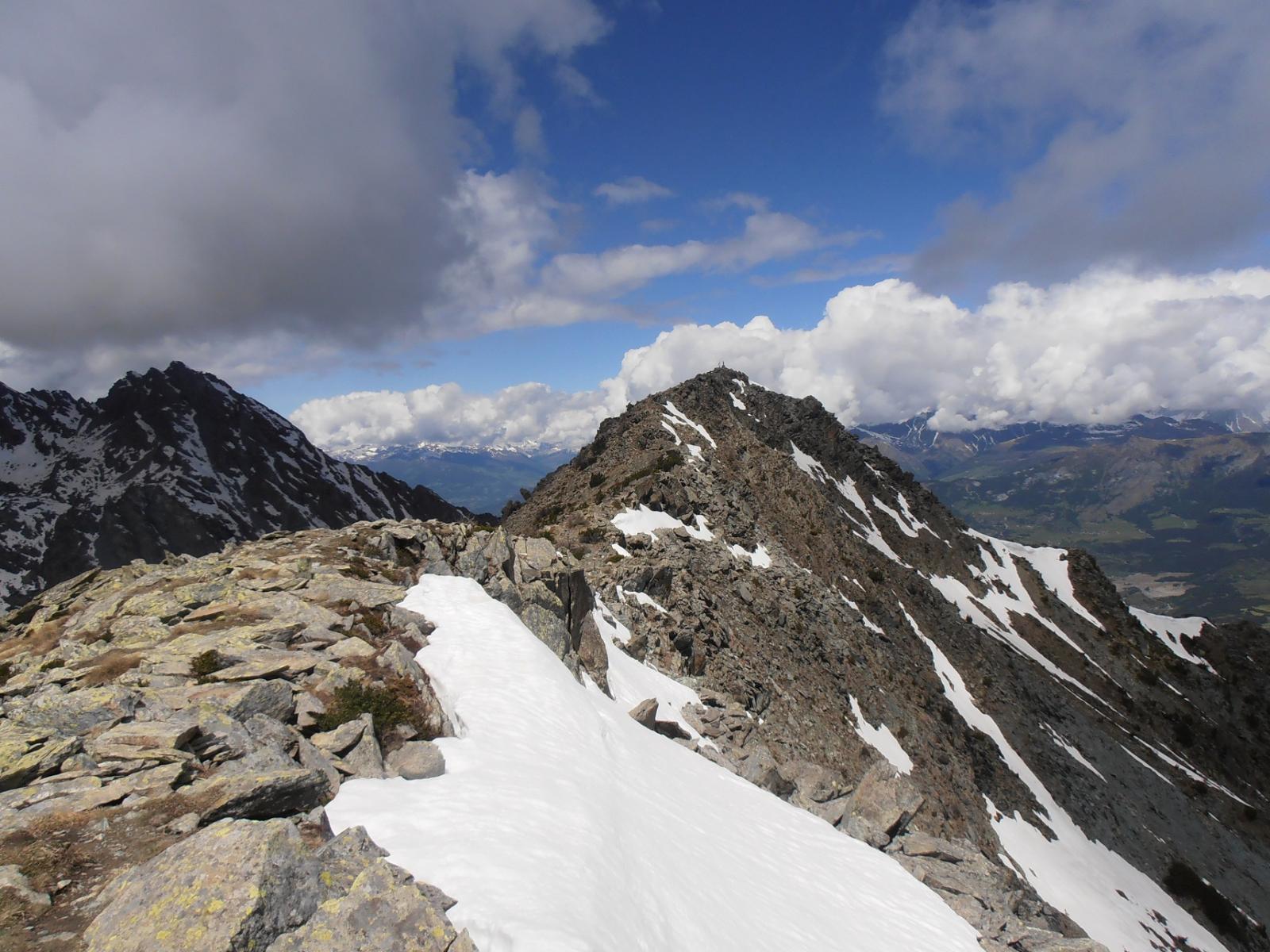 10 - Dall'anticima Est verso la cima del Barberston