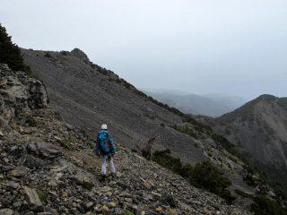 I lunghi traversi sopra il colle a nord del Kokkinavari