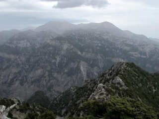 In lontananza Pachnes e Zaranokefala