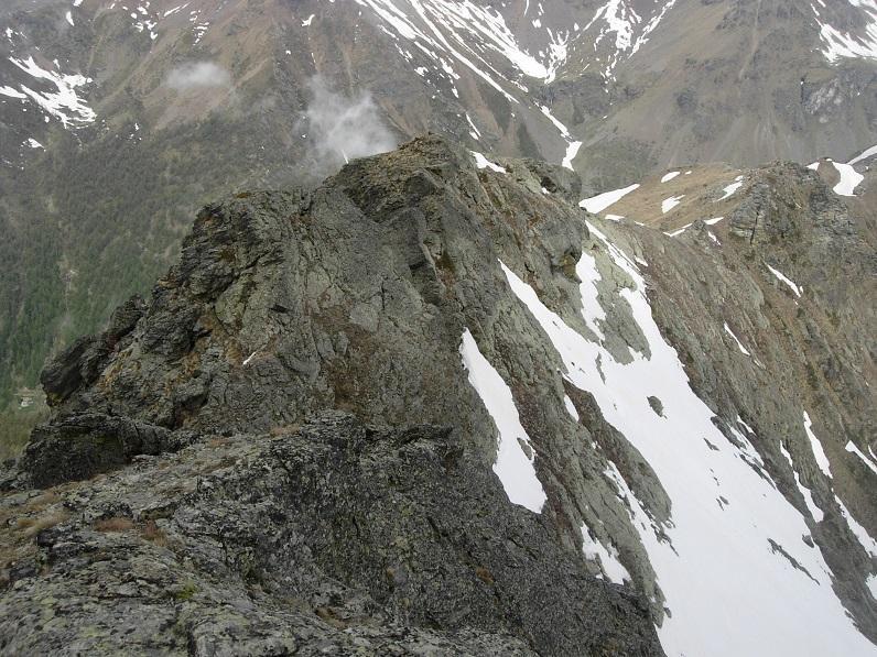 La cresta tra l'anticima e la cima vista da quest'ultima