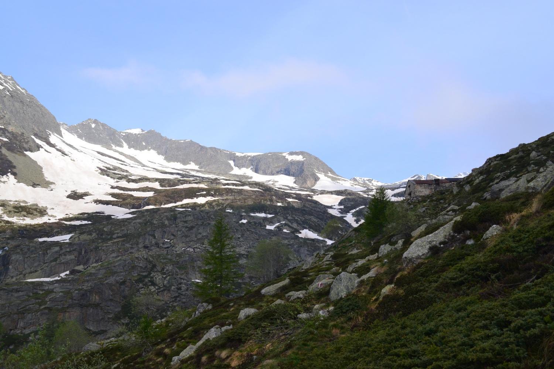 in vista dell'Alpe Predenon: il Battel è la cima a sinistra