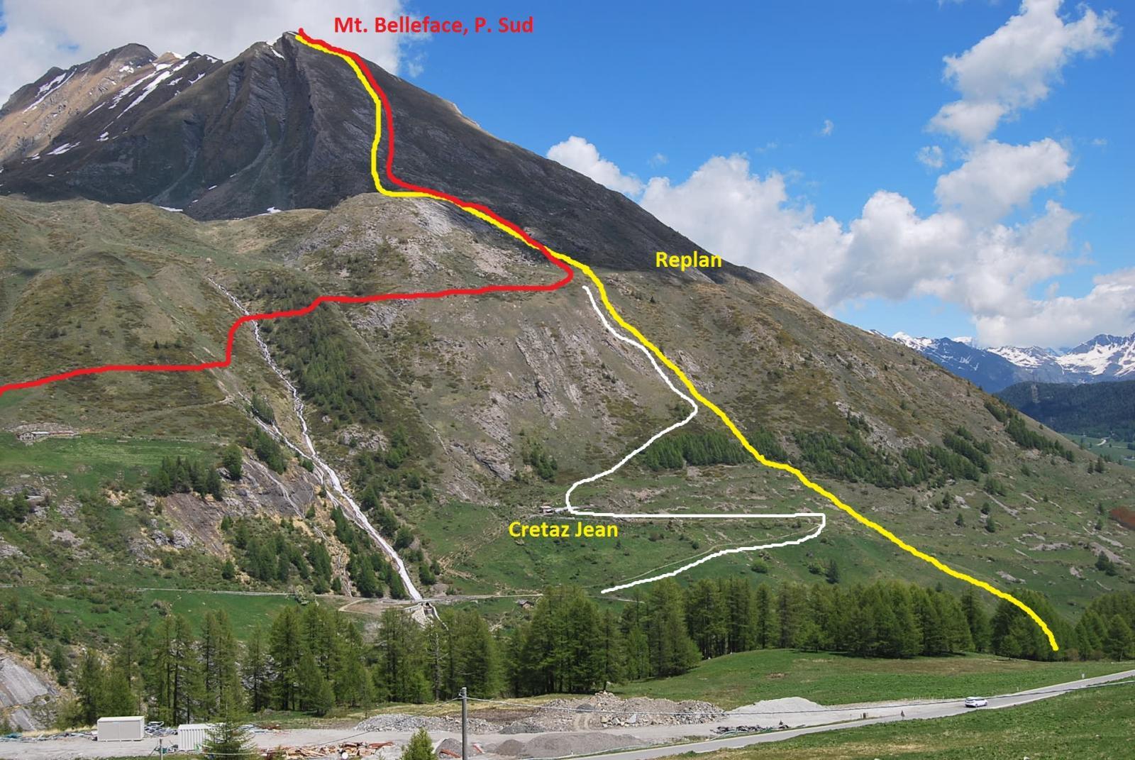 Il Mont Belleface dalla strada del PS Bernardo. In giallo la salita, in rosso la discesa; in bianco possibile alternativa (non provata).