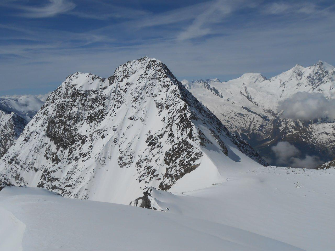 fuori anche oggi...sullo sfondo il bel versante NE del Lagginhorn