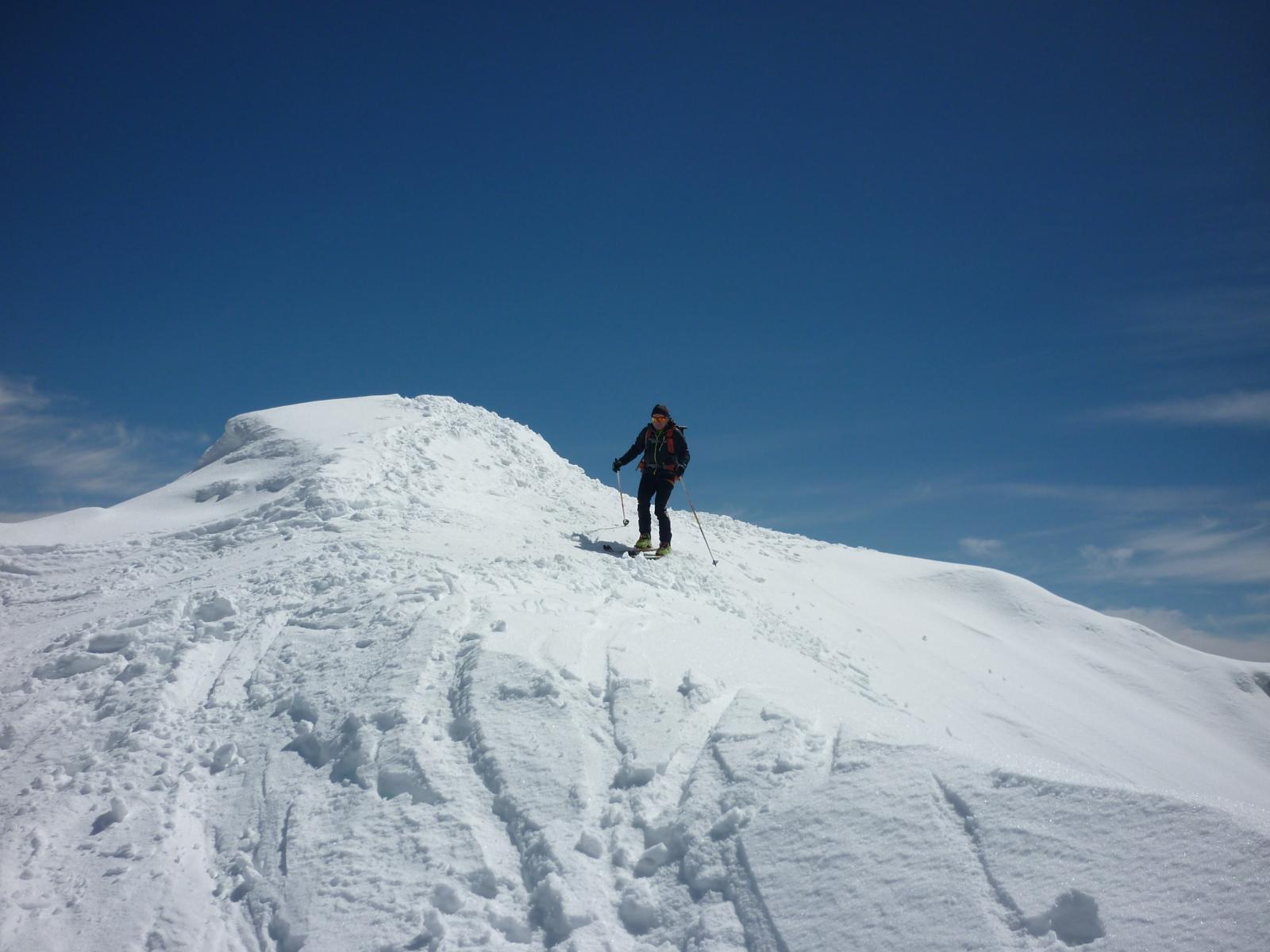 partenza dalla vetta con sci