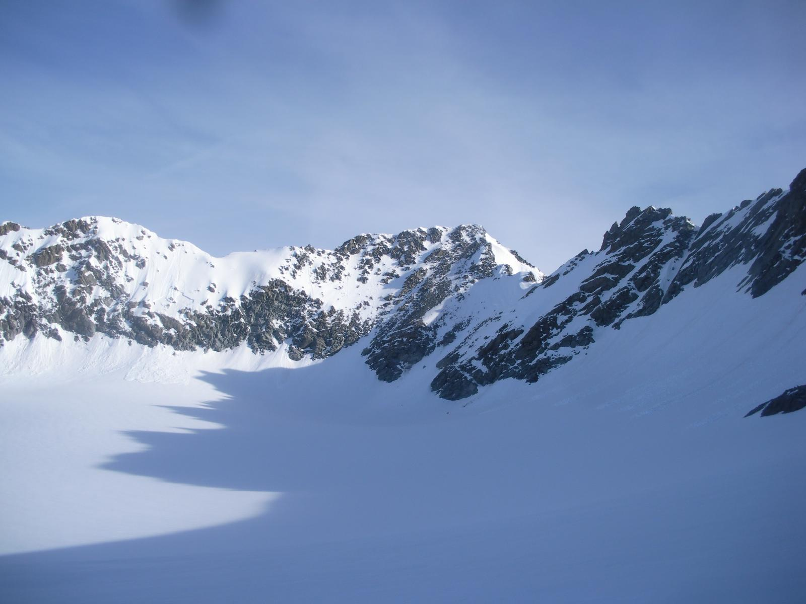 L'aig de Peclet al centro con a sx  il Roc des St-Peres e a dx il M.de Gebroulaz dal sommo del Glacier de Chaviere..