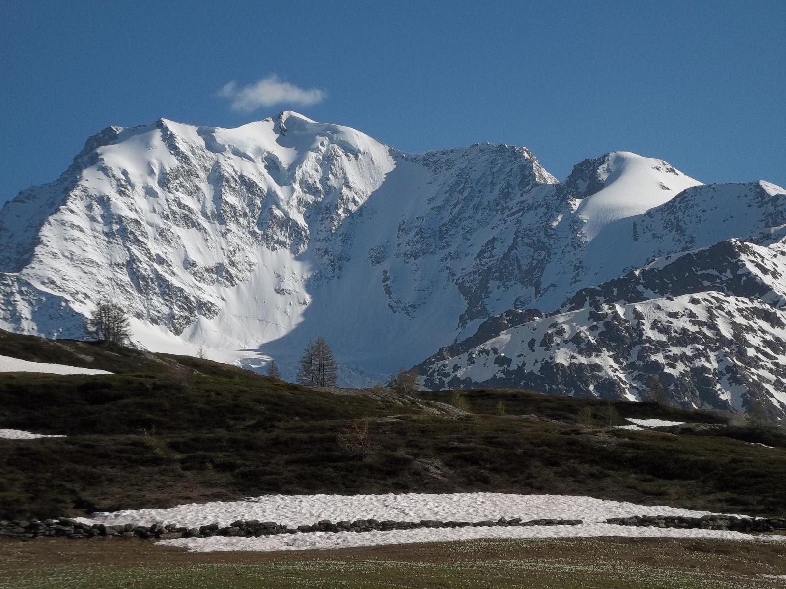 Parete nord del Fletschhorn a sinistra e Senggchuppa a destra