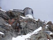 Lo sperone roccioso con la Cabane de Bertol (foto di I.Turcato)