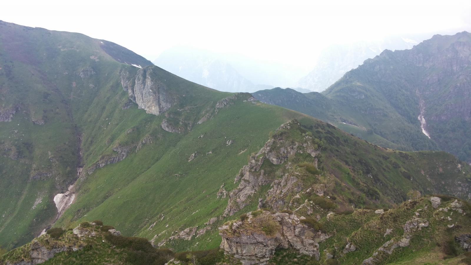 la cresta occidentale, le Balme, le Cime Voccani e delle Balme...ma oggi niente panorama del Rosa