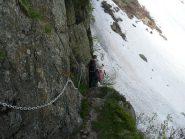 Tratto attrezzato verso alpe Fornà Superiore, si scende per aggirare la balza rocciosa