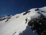 crestina nevosa per raggiungere la punta