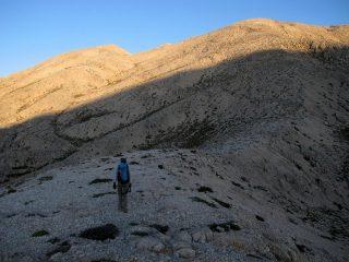 Il lungo traverso verso lo Xerolimni che sbuca in alto