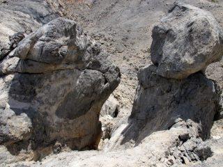 Formazioni rocciose ai piedi delle Mesokefales