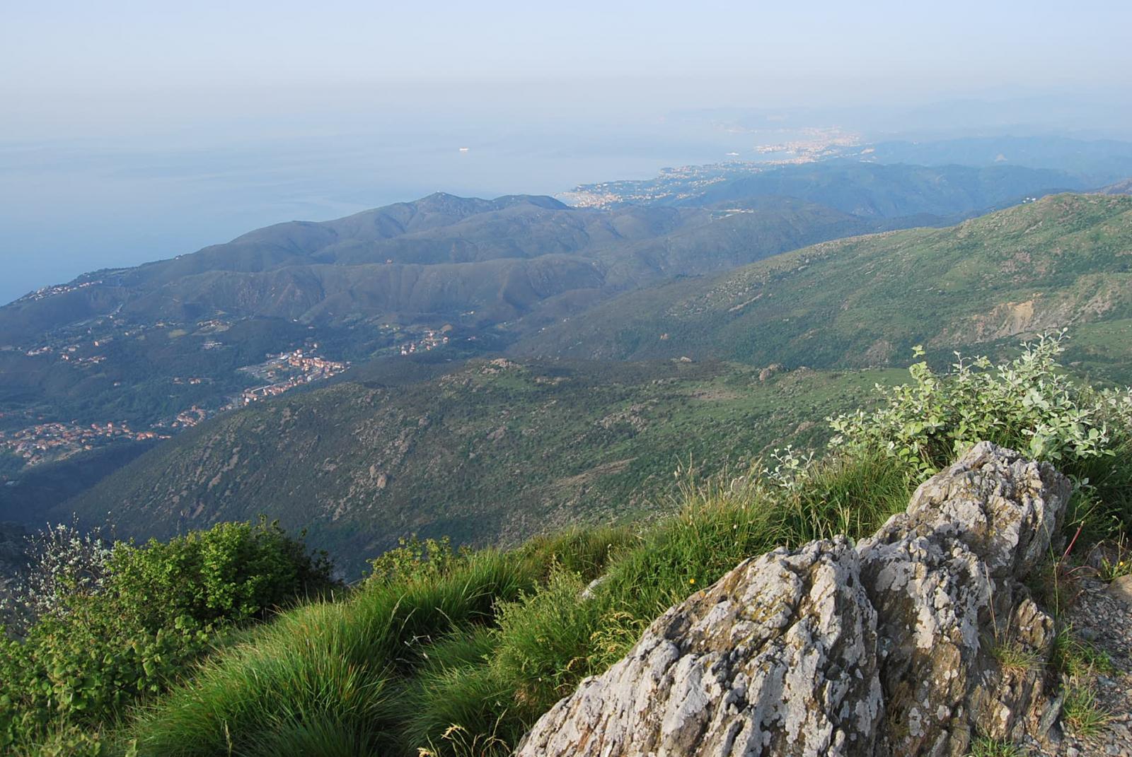 La costa ligure oltre Varazze dalla vetta del Monte Rama