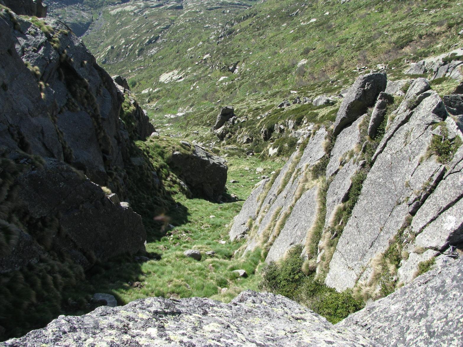 Dal colletto, vista dall'alto del canalino di salita