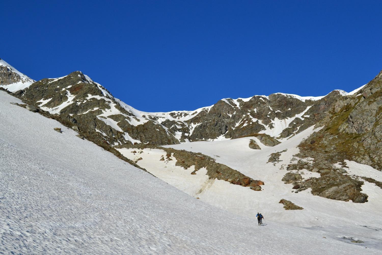 sul pianoro a monte della cascata con i due scialpinisti diretti al Böshorn