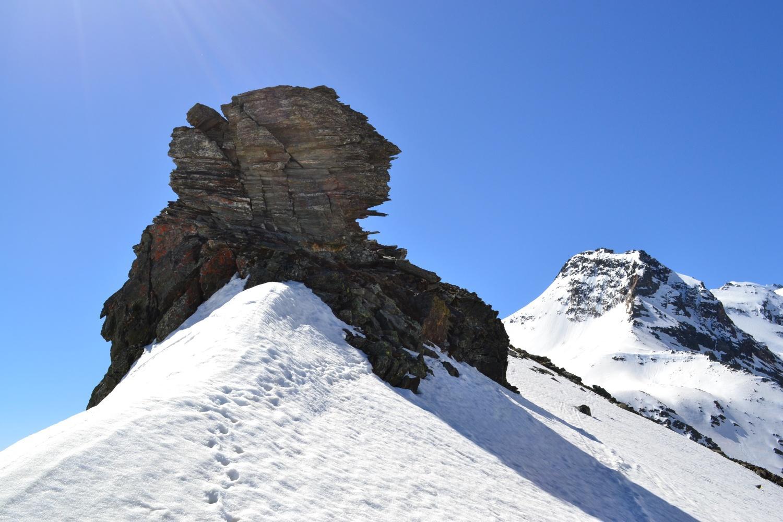 arrivo in cresta in corrispondenza del blocco roccioso. A destra il Böshorn