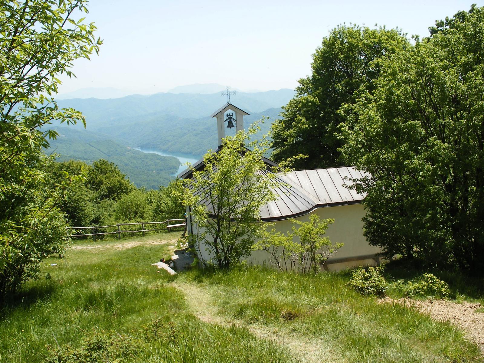 chiesetta e Lago Brugneto