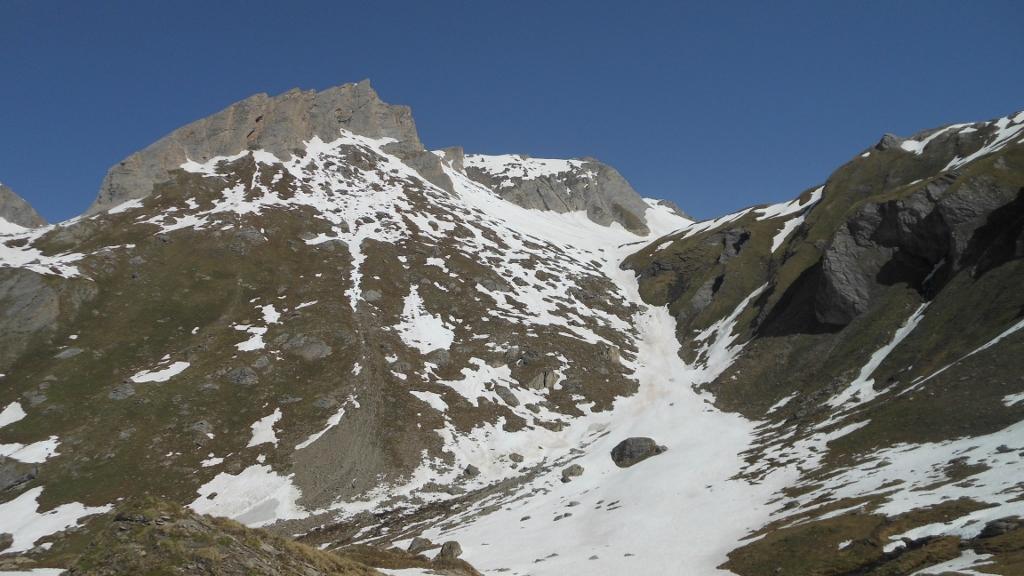 Il canalino nevoso sotto la Bonalé