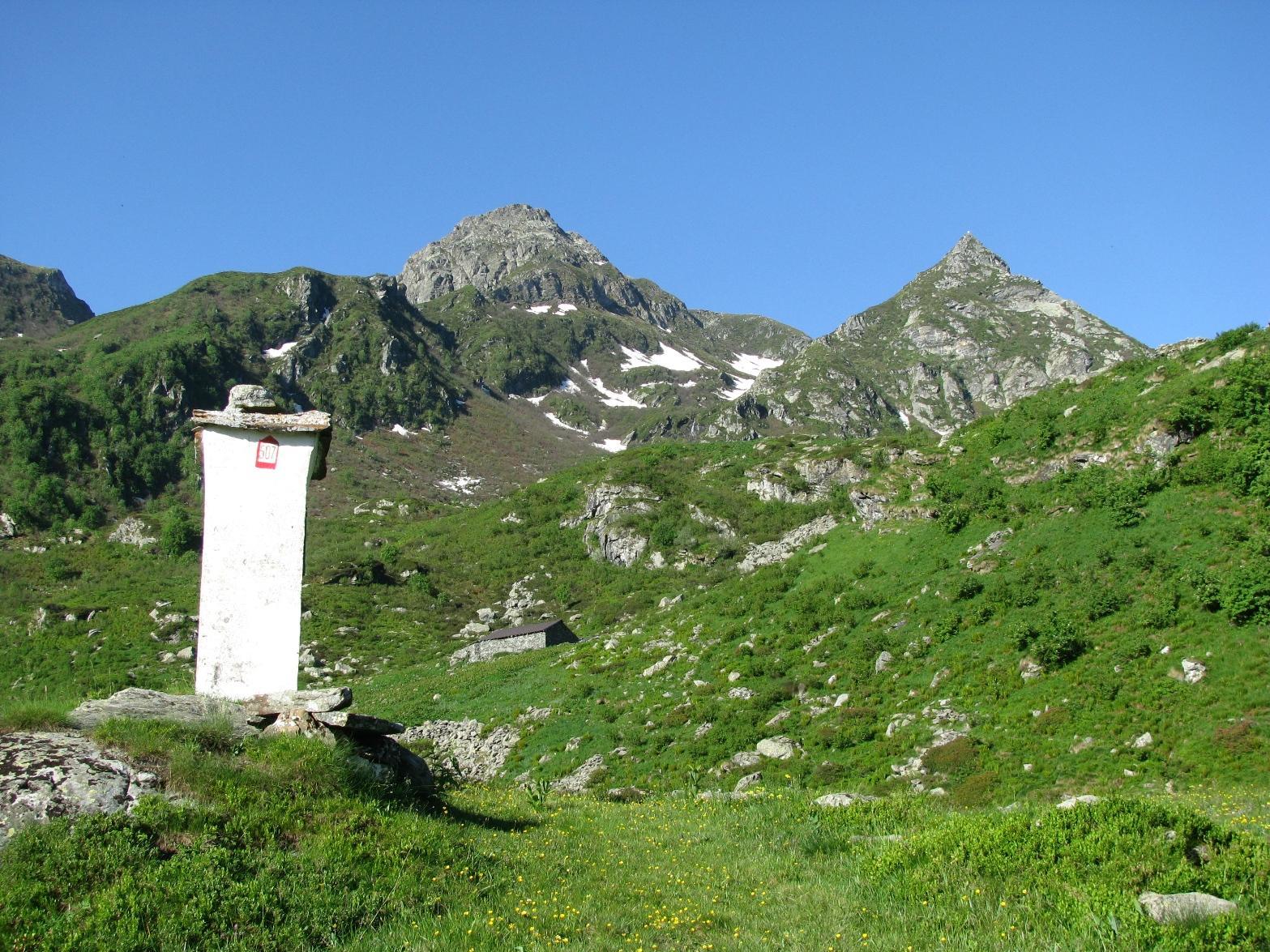 Dal pilone di quota 1652, la Punta Marsè e l'Uja di Pratofiorito