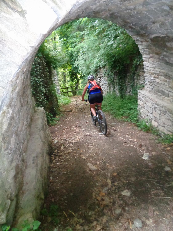 passaggio sotto il ponte Medioevale ricostruito