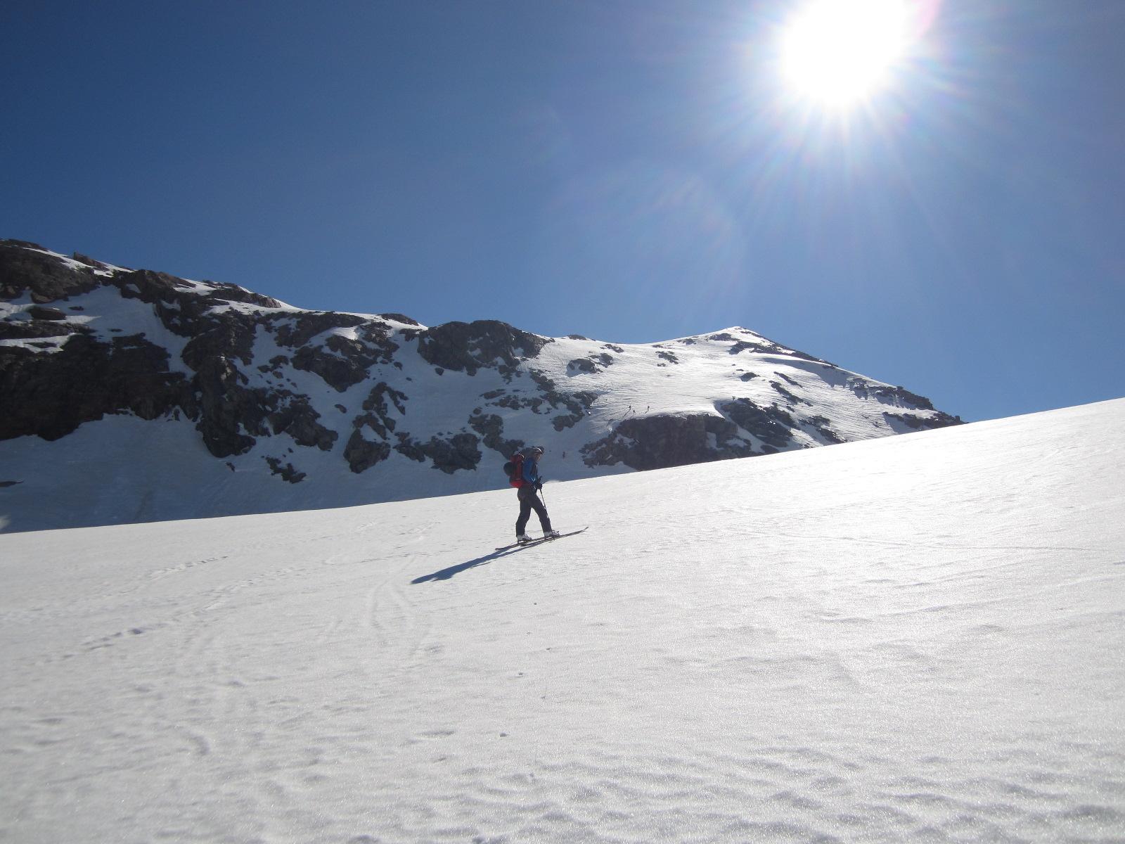 sul ghiacciaio con la vetta sullo sfondo...