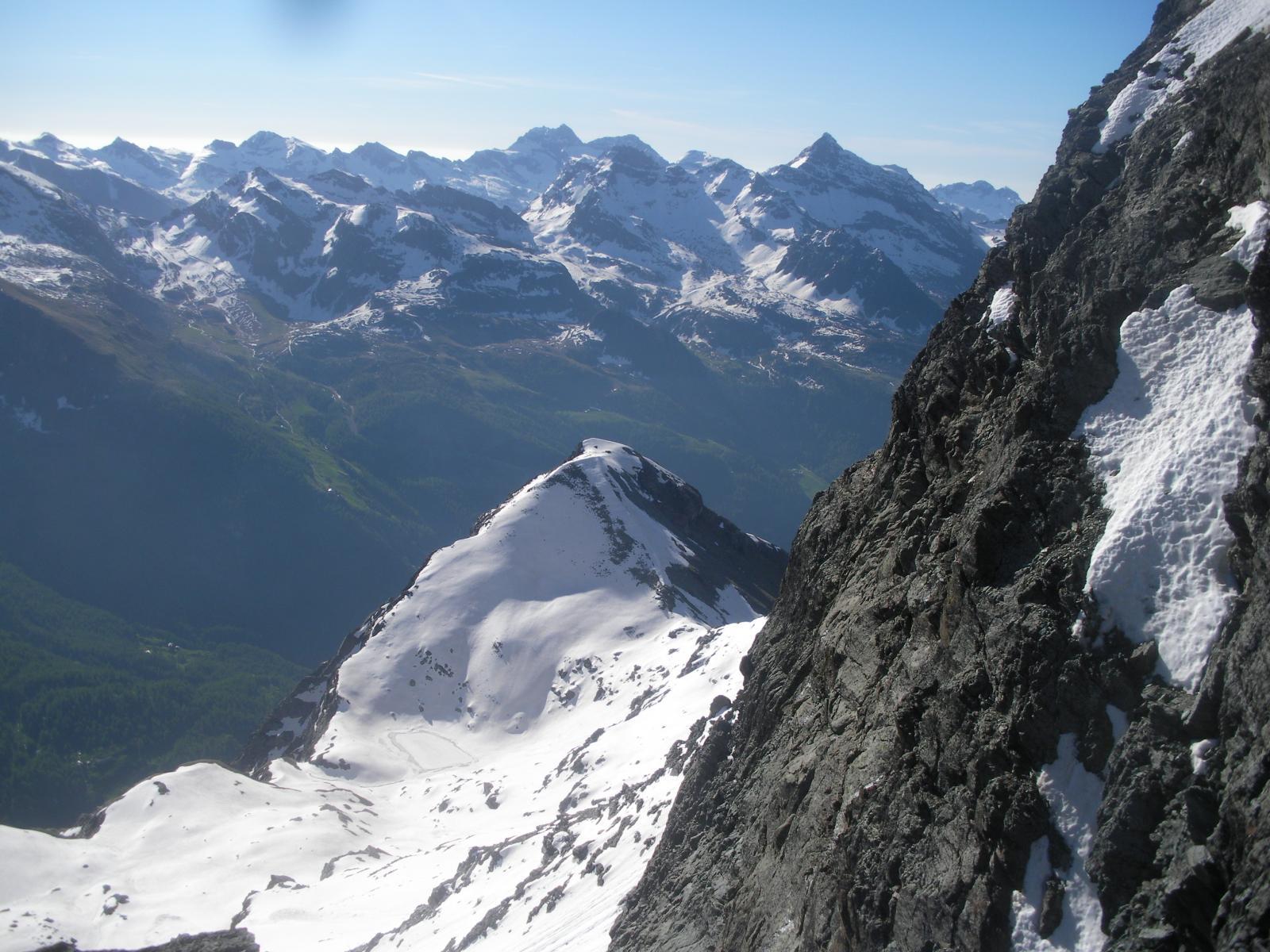 il M.Croce arricchisce lo scenario dal lato Val d'Ayas..salendo..