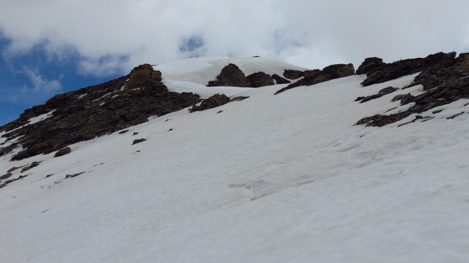 la parte finale di cresta innevata e la cima