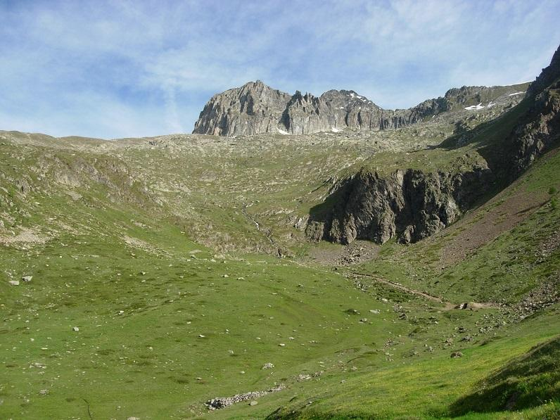 Il PIan Marmottin dall'Alpe La Tsa con la Tour sullo sfondo
