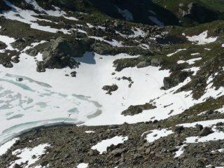 Lago e scalatori in avvicinamento