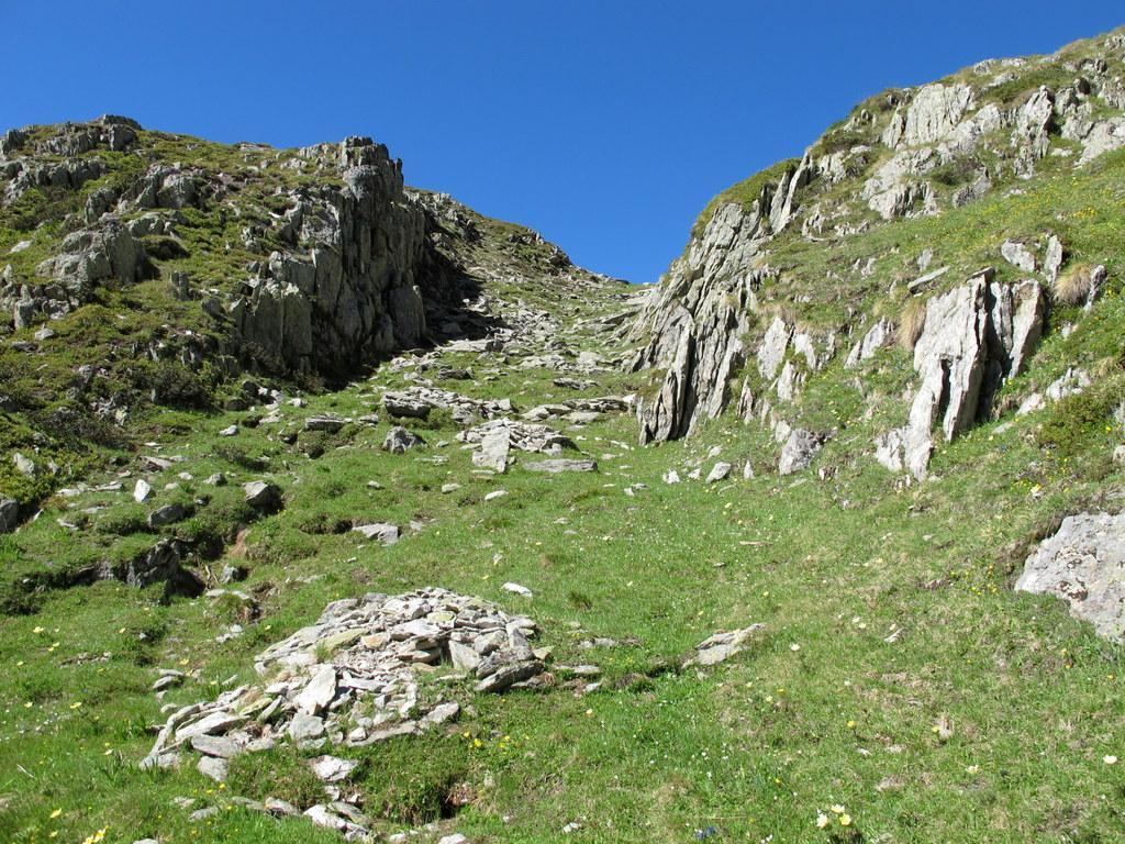 Il caratteristico canale che porta ai ruderi dell'alpe Luseney