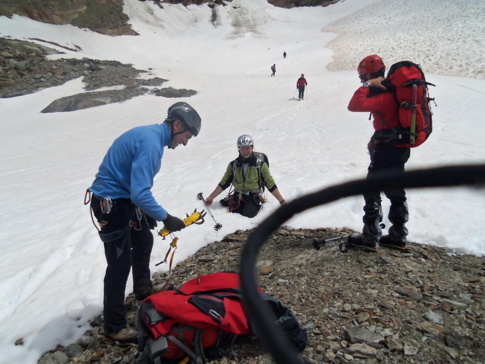 alcuni dei partecipanti, occhio ai buchi sul nevaio, crivel docet ;)