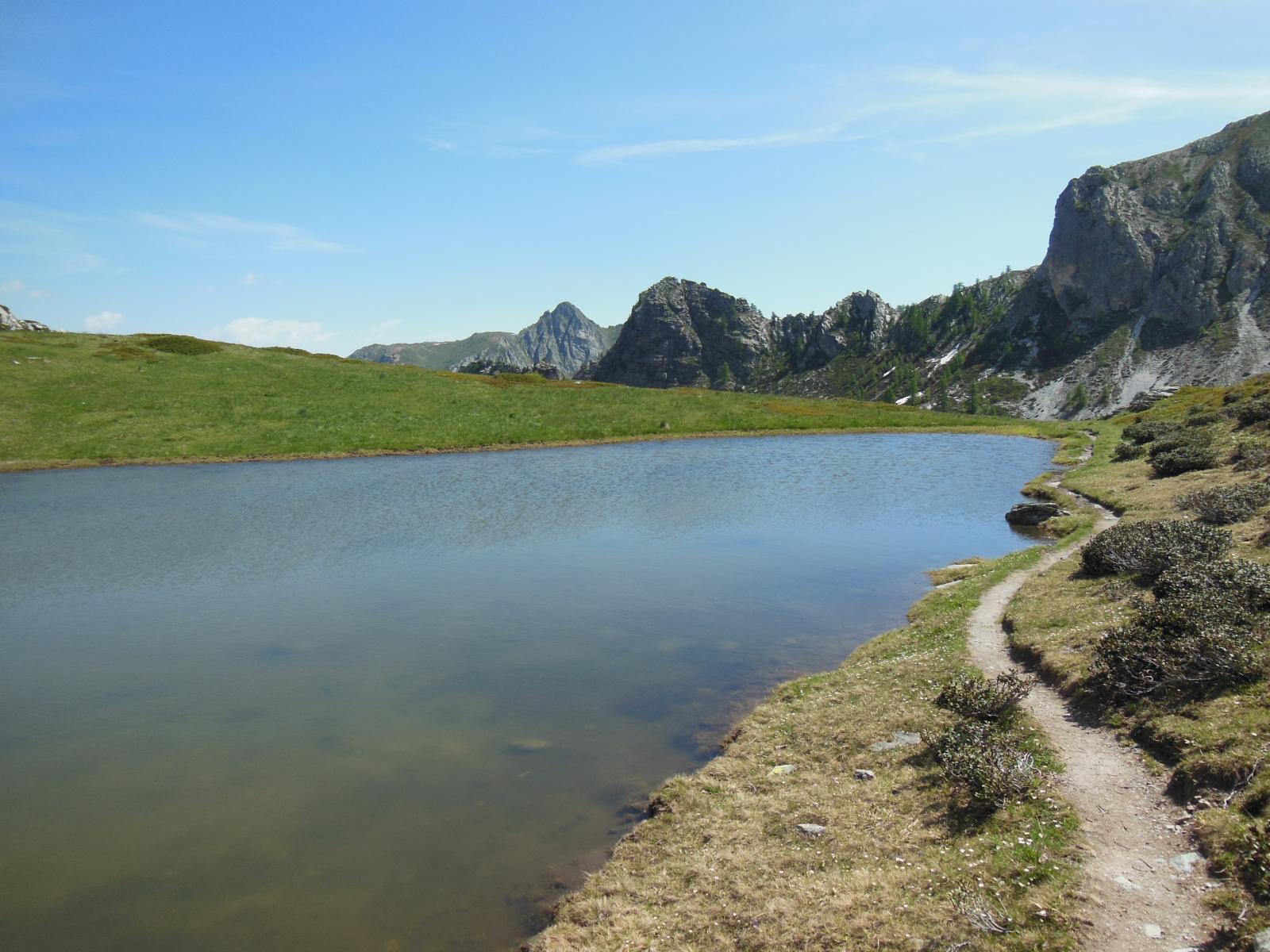 Specchio d'acqua prima di scendere al Lago Nero