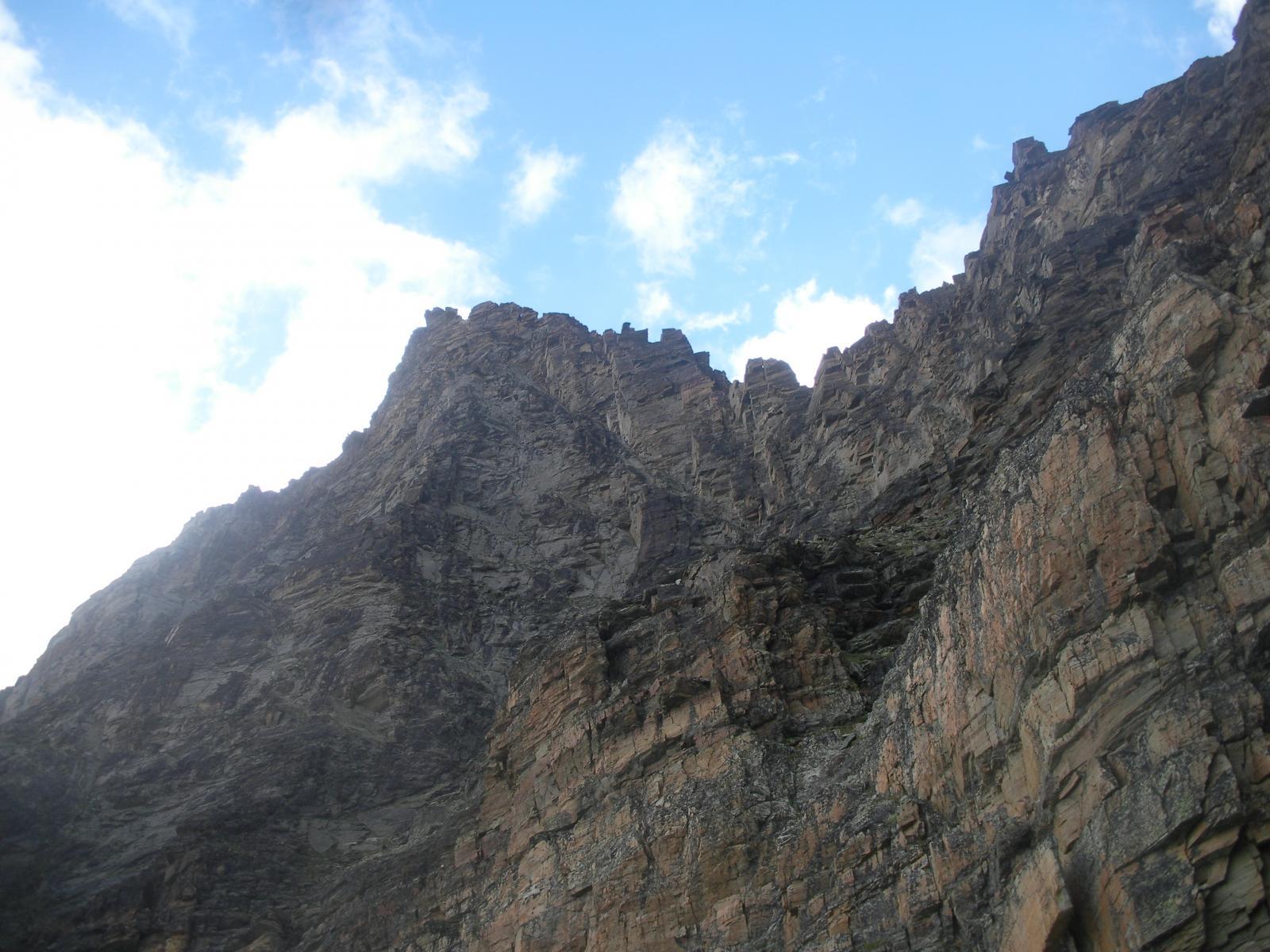 L'immane e severa parete ovest della P.di Ran..