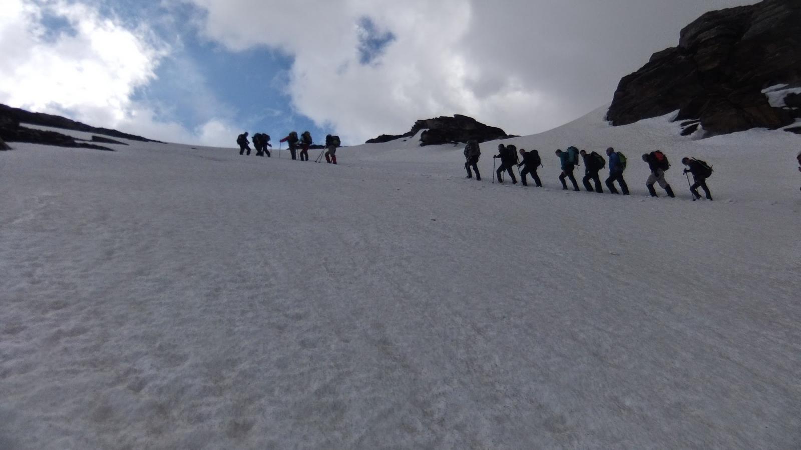 il gruppo in uscita dal primo pendio-canale