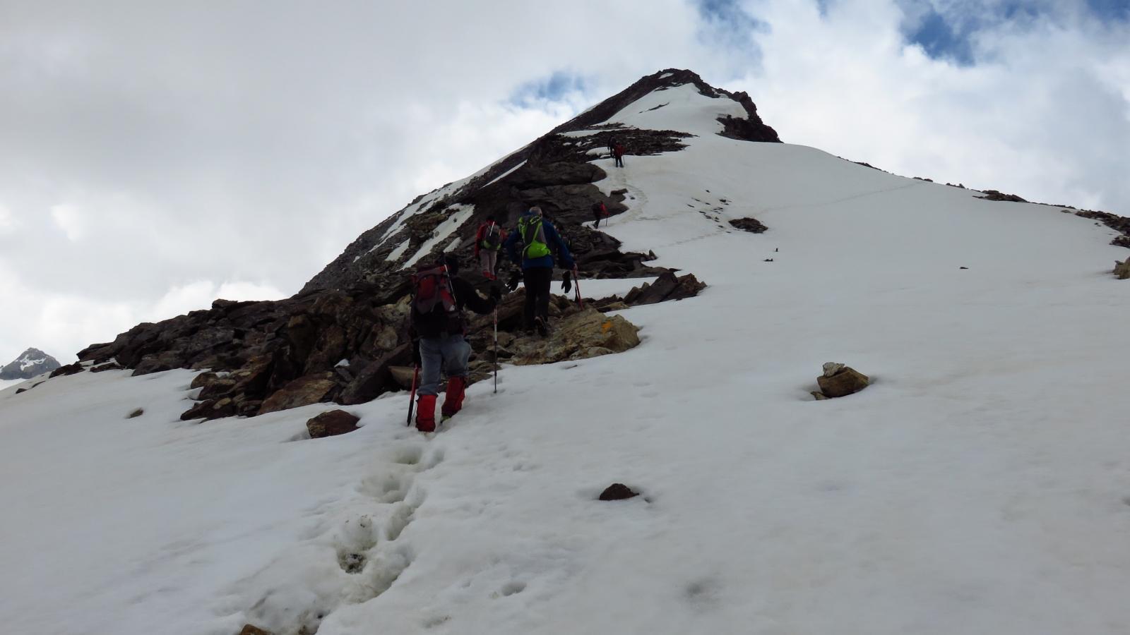 salendo lungo la cresta Nord della Becca Traversière...04