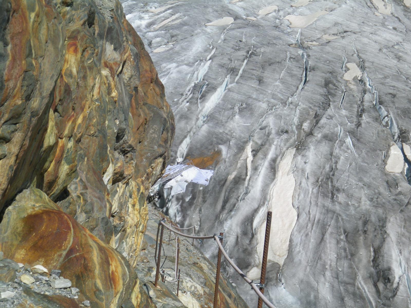 sentiero attrezzato verso il ghiacciaio