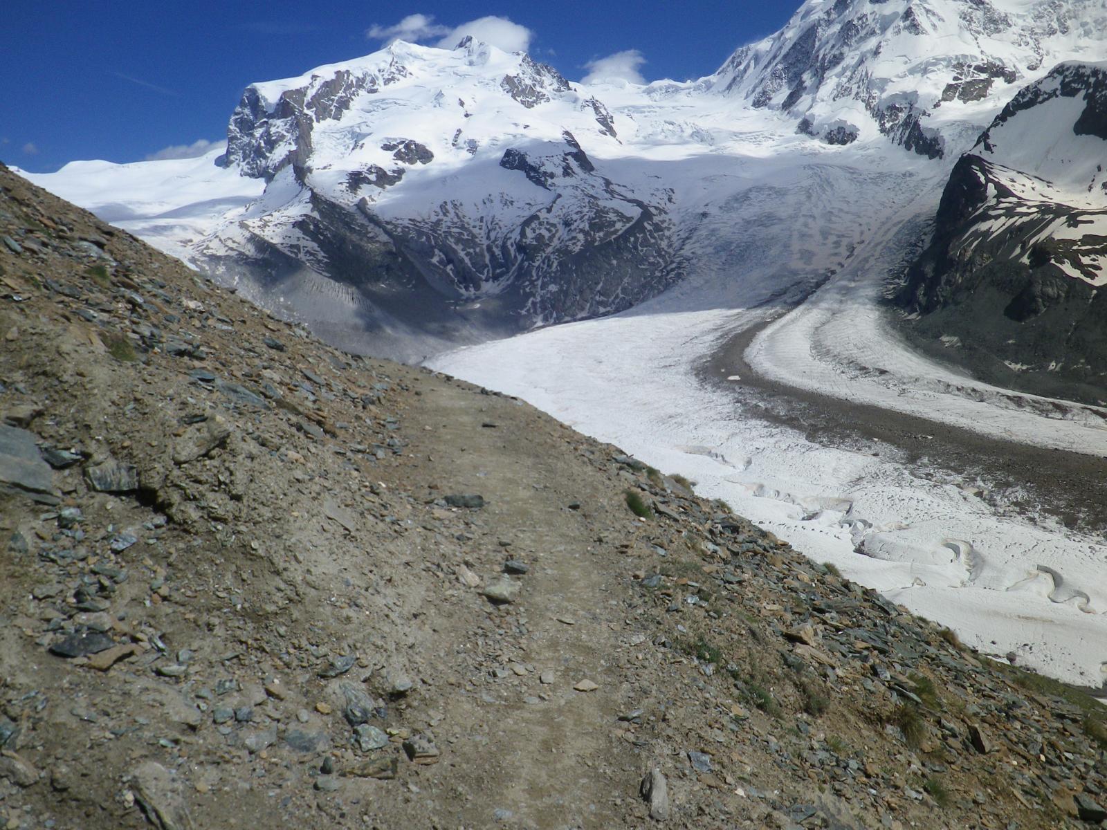 il ghiacciaio immenso e il sentiero