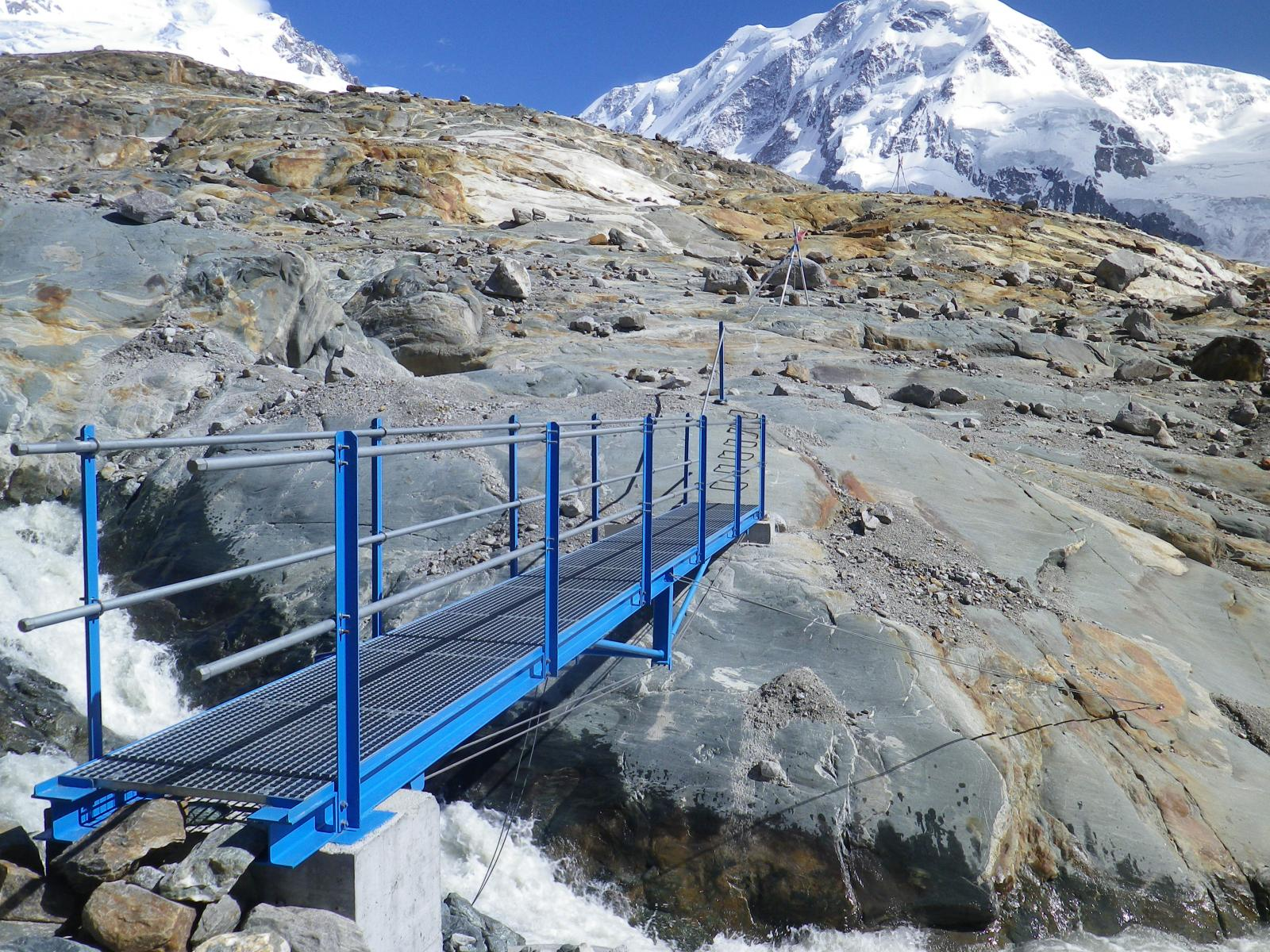 ponte sul torrente glaciale