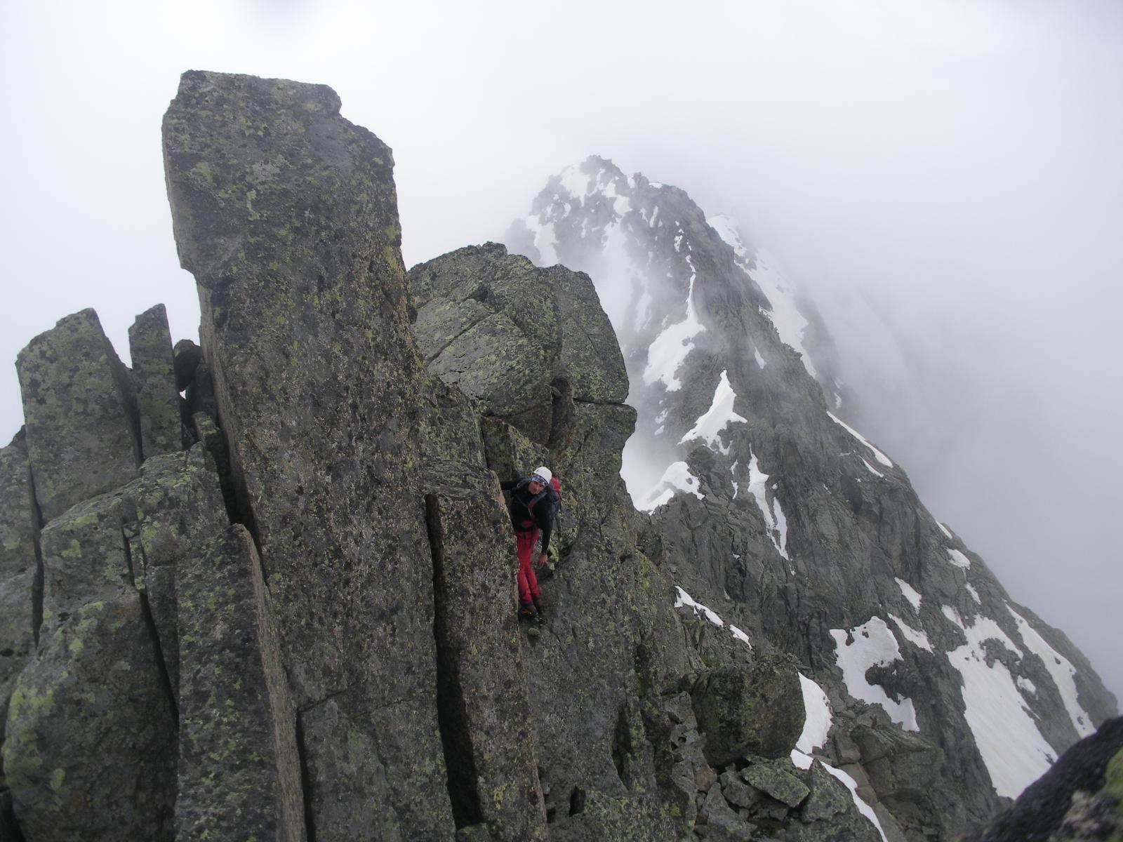..passare dalla neve alla roccia e' questione poi di un attimo..