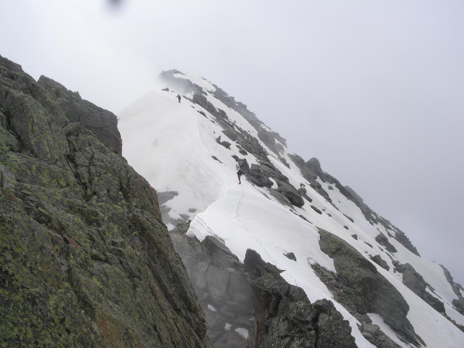 La bella crestina nevosa finale al Corno di Faller..ormai al termine della traversata di cresta..