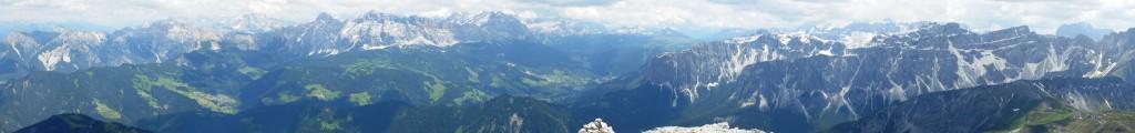 super panorama dalla cima verso la val badia