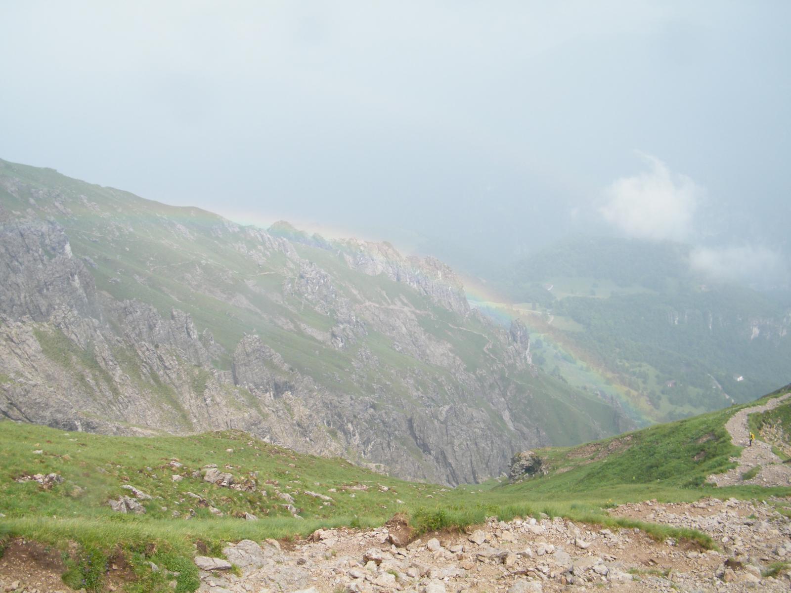 l'arcobaleno al termine del breve rovescio