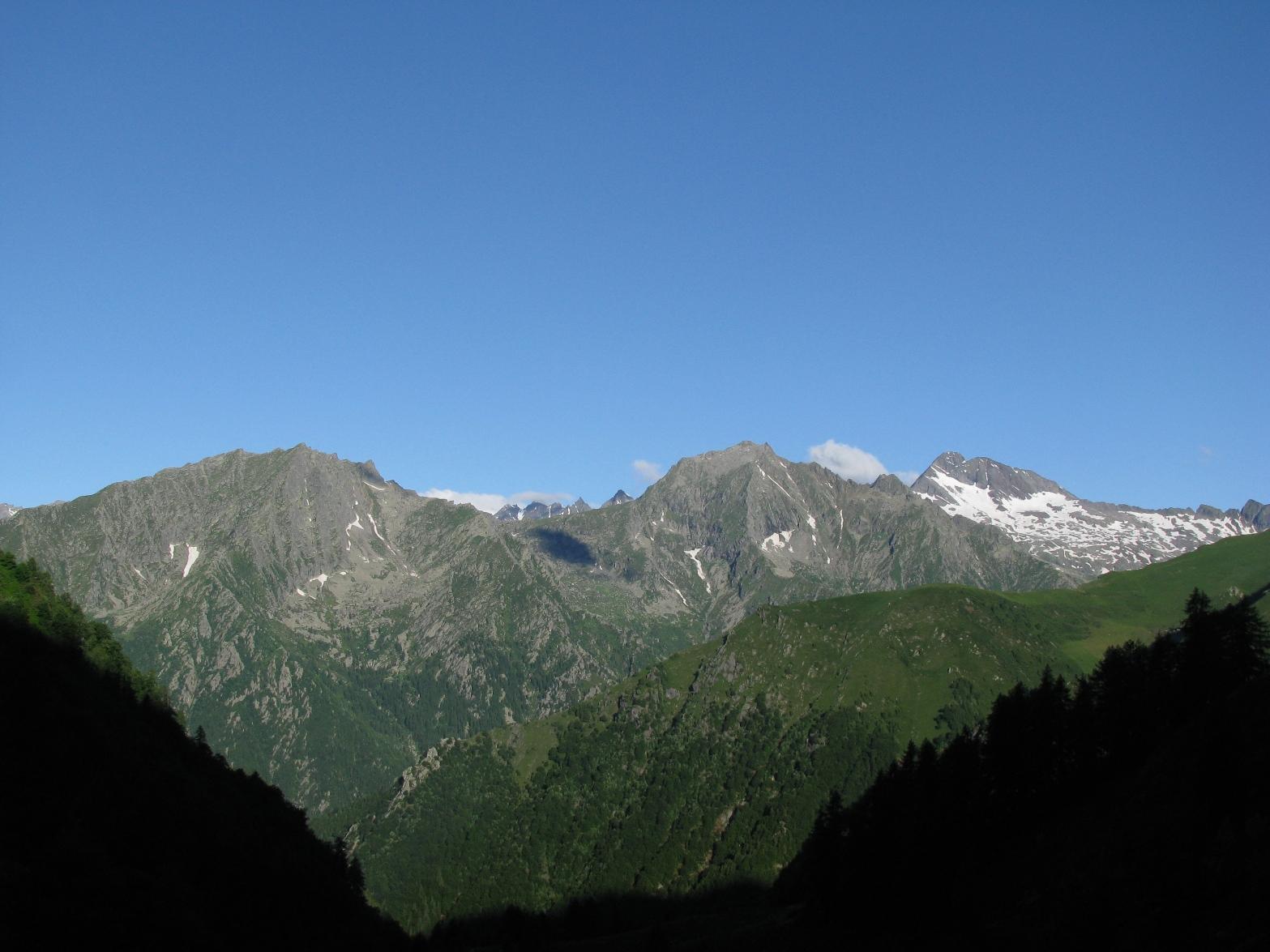 Risalendo il Vallone d'Arlens, sguardo su Cima Fer, Tressi e Lavina